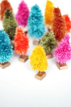 Make mini trees out of yarn for windowsill decorations or ornaments. Check out the tutorial by @sweetescape
