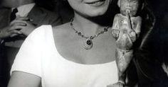A atriz Odete Lara morreu nesta quarta-feira (4-2-2015) aos 85 anos no Rio de Janeiro. As causas da morte ainda não foram divulgadas. O velório será realizado no Parque Lage, na Zona Sul, a partir das 16h. O corpo da atriz será cremado nesta quinta-feira (5), às 15h, em cerimônia no Cemitério Luterano de Nova Friburgo, na Região Serrana.