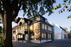 Ov-a Architekti Studio builds translucent glass house for Lasvit HQ Slate Shingles, Studio Build, Timber Buildings, Translucent Glass, Concrete Structure, Ground Floor Plan, Urban Architecture, Glass Company, Glass House