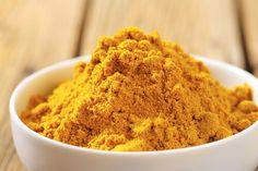 Zerdeçal genellikle Asya kültüründe kullanılan bir baharattır, aynı zamanda köri yapımında da kullanılır. Fakat yemeklere tat ve renk katmasının yanı sıra, antioksidan, iltihap sökücü, antikanserojen ve antidepresan özellikte bir çok faydası bulunmaktadır.