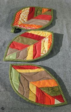 Buttons and Butterflies: Quilted Leaf Potholders {Tutorial} Scraps to Pot Holders Mini Quilts, Quilt Patterns Free, Sewing Patterns, Free Pattern, Leaf Patterns, Crochet Patterns, Fall Patterns, Fabric Crafts, Sewing Crafts