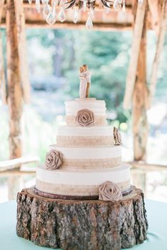 Amazing 4-tier burlap wedding cake. View the full wedding here: http://thedailywedding.com/2016/03/07/mint-forest-cabin-wedding-chris-bri/