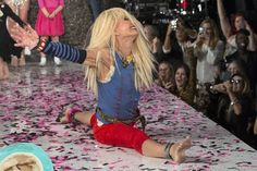 Betsey Johnson Cartwheel | Photo : reuters) Betsey Johnson performs a cartwheel at the end of ...