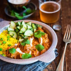 Here, I& created a Butter Chicken that still has that lovely mild, tomatoey Indian flavour, but is packed with vege and has much less fat. Easy Healthy Breakfast, Easy Healthy Dinners, Healthy Dinner Recipes, Healthy Snacks, Cooking Recipes, Healthy Smoothies, Paleo Recipes, Healthy Eating, Cucumber Mint Salad