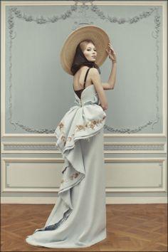 Ulyana Sergeenko Haute Couture Spring-Summer 2013 photography by Nick Sushkevich Fashion Week, Look Fashion, High Fashion, Fashion Beauty, Fashion Show, Fashion Design, Travel Fashion, Gothic Fashion, Dress Fashion