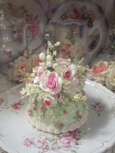 (HATTIE) FUNKY JUNK COTTAGE ROSE DECORATED FAKE CAKE CHARMING!!!