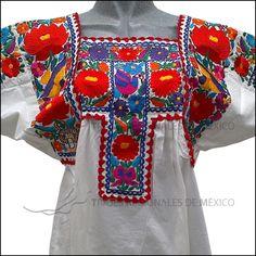 Blusa Regional blanca bordada en algodón
