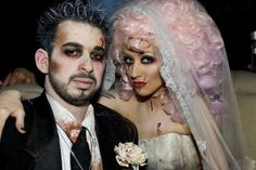 The celebs were out in droves in their costumes last night. Christina Aguilera and Jordan Bratman made quite a pair at the Goulin Rouge Halloween Bash. Halloween Chic, Inexpensive Halloween Costumes, Cute Couple Halloween Costumes, Celebrity Halloween Costumes, Scary Halloween, Halloween Themes, Halloween Makeup, Zombie Costumes, Zombie Makeup