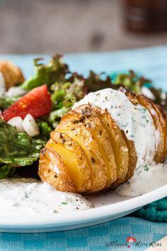 Fächer-Ofen-Kartoffeln mit Kräuter-Quark