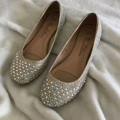 Shop Women's size 6 Flats & Loafers at a discounted price at Poshmark. i just don't wear them anymore. Leather Sandals, Shoes Sandals, Flats, Heels, Catwalk Fashion, Fashion Shoes, Wedding Saree Blouse Designs, Indian Shoes, Shoe Story