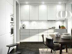 ikea küchen moderne küche weiße schränke holztisch stühle