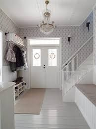 renovering gammalt hus - hall Love how light and airy it feels. Entrance Design, House Entrance, Nordic Home, Scandinavian Home, Shabby Chic Christmas, Swedish House, Classic House, Home Living Room, Future House