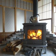 薪ストーブ『陽がほら』(ひがほら)/美濃市 Brick Fireplace, Fireplace Ideas, Wood Burning, Stove, Home Appliances, House Design, Seasons, Interior, House Appliances