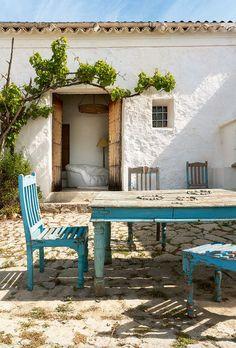 400 year old home in Ibiza - SA Decor & Design Outdoor Rooms, Outdoor Living, Outdoor Furniture Sets, Outdoor Decor, Ibiza Stil, Exterior Design, Interior And Exterior, Hotel Am Strand, Ibiza Fashion
