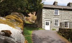 Welcome to Honeypot Cottage in Langdale. Book your holiday in the Lakes online with Lakelovers today.