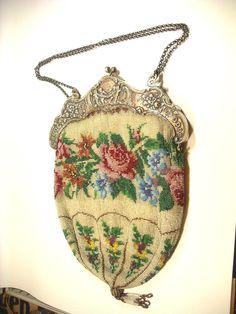Perlen Tasche sehr aufwendige Arbeit mit großem Bügel Silber 800er um 1880