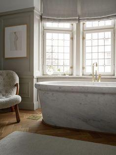 Bathroom Windows, Bathroom Interior, Modern Bathroom, Small Bathroom, Master Bathroom, Marble Interior, Brown Bathroom, Bathroom Ideas, Bathroom Remodeling