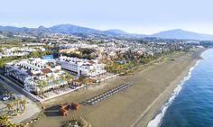 Este hotel de playa en Marbella está idealmente situado frente a la playa de El Saladillo. El Hotel IBEROSTAR Costa del Sol tiene acceso directo a esta playa tranquila de Marbella. Es el lugar de descanso y relax perfecto para los viajeros que buscan un destino de sol y playa para sus vacaciones.  #IberostarCostaDelSol #IberostarHotels