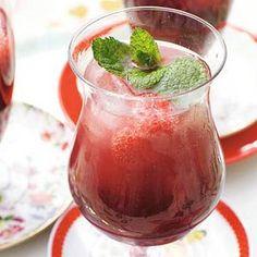 [0] Welkomstdrankje : 'Fruitige bubbels' - Bosvruchtenmojito - ipv rum en mineraalwater zou je ook goed prosecco of iets vergelijkbaars kunnen gebruiken.