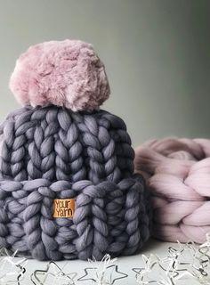 Chunky Knit Hat Pom Pom, Women's wool knit hat, Super chunky hat, Chunky Pom Pom Hat - knit hat Knitted Blankets, Knitted Hats, Crochet Hats, Merino Wool Blanket, Pom Pon, Pom Pom Hat, Chunky Blanket, Chunky Yarn, Knit Beanie