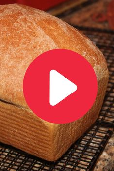 You can't believe how easy it is to make bread with this easy homemade bread method and your bread machine. Find bread recipes and many more tips for baking . Bread Recipe Video, Yeast Bread Recipes, Quick Bread Recipes, Bread Machine Recipes, Easy Bread, Baking Recipes, Recipe Videos, Fluffy White Bread Recipe, Bread Baking
