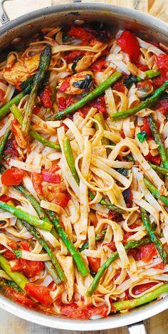 Tomato Asparagus Chicken Fettuccine Pasta – healthy dinner. Spring and Summer Dinner Recipe.  Mediterranean food ideas.