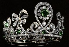 Empress Alexandra Feodorovna's diamond and emerald tiara created by jewelers Bolin and Fabergé  (1900). The 'Columbian Emerald Tiara' belonged to a suite of jewels made for Tsarina Alexandra and her sister, the Grand Duchess Elizabeth feodorovna.
