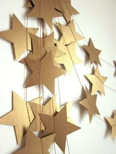 Artículos similares a Antique Gold Stars Garland - Party Garland - New Years Garland - Christmas Garland - Custom Colors en Etsy New Years Decorations, Diy Party Decorations, Christmas Decorations Diy Cheap, Holiday Decor, Nye Party, Party Time, Gatsby Party, Deco Cinema, Party Girlande