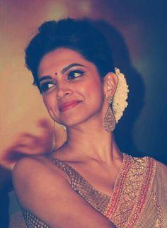 ❤Beauty itself 💖 Deepika Padukone Saree, Deepika Ranveer, Deepika Pic, Aishwarya Rai, Ranbir Kapoor, Bollywood Couples, Bollywood Stars, Bollywood Fashion, Indian Celebrities