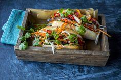 Fyll en bagett med sprø, syltede grønnsaker, chilimajones og kjøtt, så har du trendbagetten banh mi.