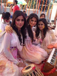 Sayantani Jennifer Sargun Tv Actors, Actors & Actresses, Indian Show, Jennifer Winget Beyhadh, Star Actress, Zara, Indian Festivals, Indian Celebrities, Beautiful Saree