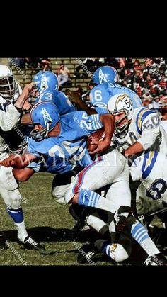Football Photos, Sports Photos, Football Stuff, Nfl Football Players, Football Helmets, Tennessee Titans Football, Houston Oilers, American Football League, Nfl History