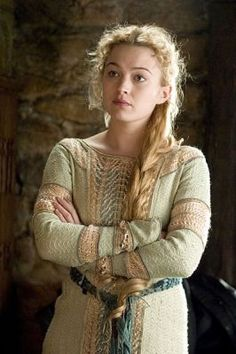 This costume was first seen on Sophia Myles as Isolde in the 2006 film Tristan & Isolde Tristan Und Isolde, Renaissance, Fantasy Characters, Female Characters, Story Inspiration, Character Inspiration, Sophia Myles, Tv Spielfilm, Shield Maiden