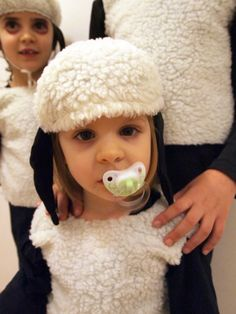 Sewing sheep / lamb - you do not always have to buy something for the children& carnival . Sewing Patterns For Kids, Sewing For Kids, Baby Sewing, Diy For Kids, Baby Kostüm, Baby Co, Baby Kids, Nativity Costumes, Diy Costumes