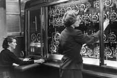 Tide and Time - women using a tidal prediction machine (used to calculate tides ahead of the D-Day landings) Normandy Invasion, D Day Landings, Uk Sites, Local Hero, National Museum, Liverpool, Instruments, Ocean, History