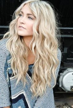 Love these blonde beachy waves! #Long #Blonde #Hair