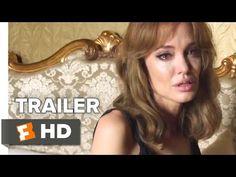 Dit wordt een specialleke: 'By The Sea' werd niet alleen geschreven én geregisseerd door Angelina Jolie, ze speelt ook de hoofdrol naast haar man Brad Pitt. En de trailer ziet er goed uit, echt goed. | newsmonkey