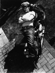 <0>Marlon Brando