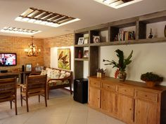 Sala de Estar  (De Eveline Sampaio Arquitetura e Interiores)