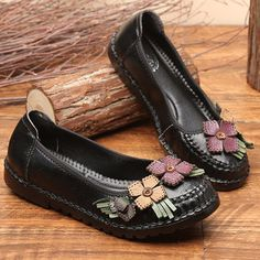 91afa4e4163f Socofy SOCOFY Flower Genuine Leather Soft Flat Lazy Loafers is cheap and  comfortable. There are other cheap women flats and loafers online Mobile.