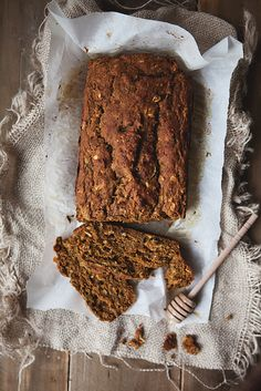 Summer meets Fall // Pumpkin Zucchini Bread (no sugar added! Pumpkin Zucchini Bread, Zucchini Bread Recipes, Healthy Pumpkin, Pumpkin Puree, Healthy Treats, Yummy Treats, Yummy Food, Pumpkin Cinnamon Rolls, Ground Cinnamon