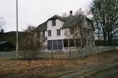 Villa Forsjord (Forsjordvillaen), Ramnåvegen 389, 8658 Mosjøen, Norway Norway, Villa, Cabin, House Styles, Home Decor, Velvet, Pictures, Decoration Home, Room Decor