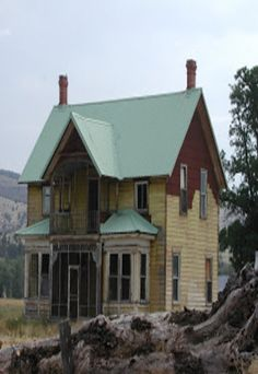 Old Victorian house that got lost on a farm? Love.