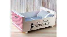 Cat bed - handmade - recycled - french cottage - cottage chic - shabby by TandTatelier on Etsy Diy Cat Toys, Pet Beds, Dog Bed, Homemade Cat Beds, Diy Jouet Pour Chat, Diy Wooden Crate, Ideias Diy, Pet Furniture, Cat Crafts