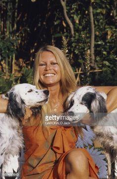 Brigitte Bardot with her dogs at La Madrague, Saint-Tropez, 1980 Mehr Bridgitte Bardot, Saint Tropez, Catherine Deneuve, Jane Fonda, Marie Christine Barrault, And God Created Woman, Animal Activist, Cinema, Paris Match