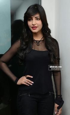 Shruti South Actress, South Indian Actress, Teen Actresses, Indian Actresses, Most Beautiful Bollywood Actress, Girls Black Dress, Shruti Hassan, Stylish Girl Pic, Beautiful Girl Indian