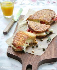 Este es un sandwich potente, ya no sólo por los ingredientes del interior, sino por el rebozado…pero un día es un día, tampoco hay que comer esto cada día… Ingredientes (4 personas): 8 rebanadas de pan 150 grs. mozzarella, cortada … Sigue leyendo →
