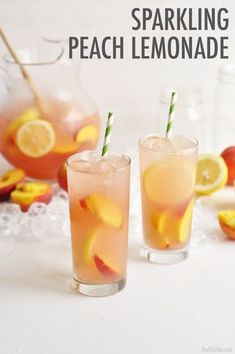 Delicious Sparkling Peach Lemonade - a kid friendly drink! Sparkling Peach Lemonade is the perfect summer drink for outdoor parties or gatherings on a hot day! Spruce up raspberry lemonade with a few ingredients! Sparkling Lemonade, Peach Lemonade, Strawberry Lemonade, Sparkling Punch, Healthy Lemonade, Flavored Lemonade, Peach Ice Tea, Lemonade Cocktail, Peach Juice