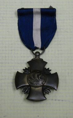"""US: Distinguished Service Cross - Navy (with rare WWII """"Black Widow"""" medallion)"""