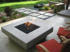 moderne terrasse feuerstelle stein fliesen kies